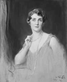 Unidentified: A Lady with a Long Pearl Necklace 113332